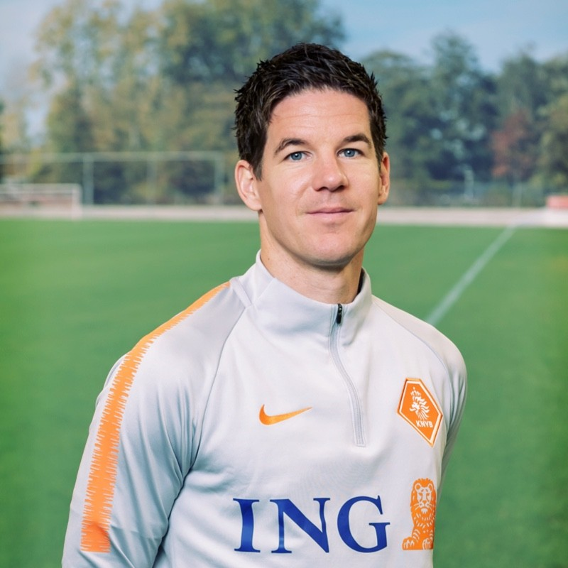 Dr. Nick van der Horst